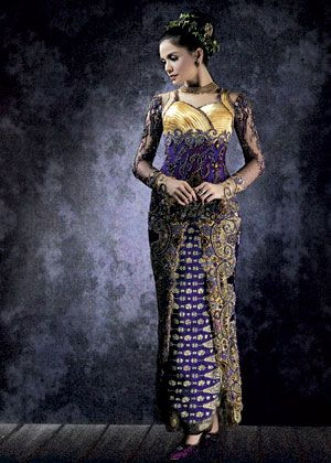 Baju kebaya Adjie Notonegoro