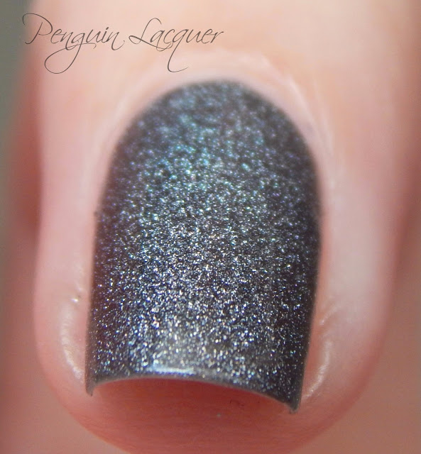 kiko holographic nail lacquer 006 graphite daylight makro