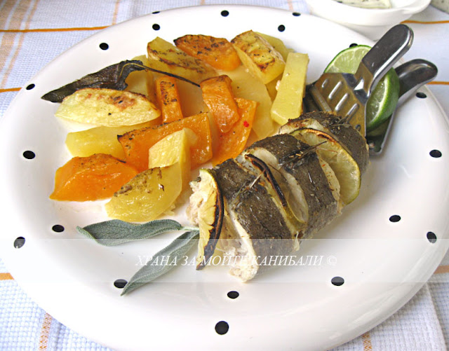 Печена мерлуза с картофи асорти