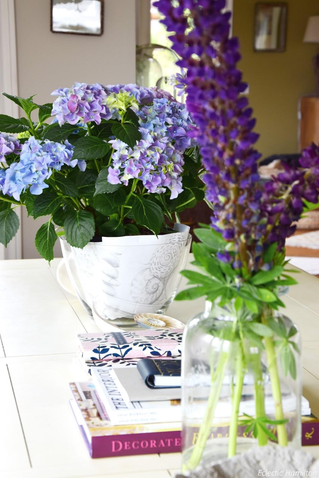 mein wochenende und ideen zur tischdeko mit lupinen hortensien eclectic hamilton. Black Bedroom Furniture Sets. Home Design Ideas