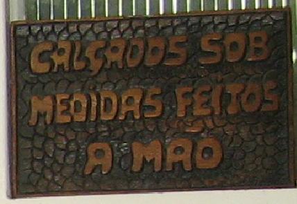 6421e8e5c A Travessa do Ouvidor é uma daquelas ruelas para pedestres escondidas no  Centro do Rio de Janeiro. É impossível ignorar por ali a presença de  Pixinguinha ...
