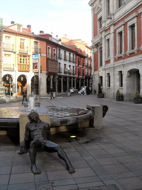 Hombre de hierro en fuente de Valladolid