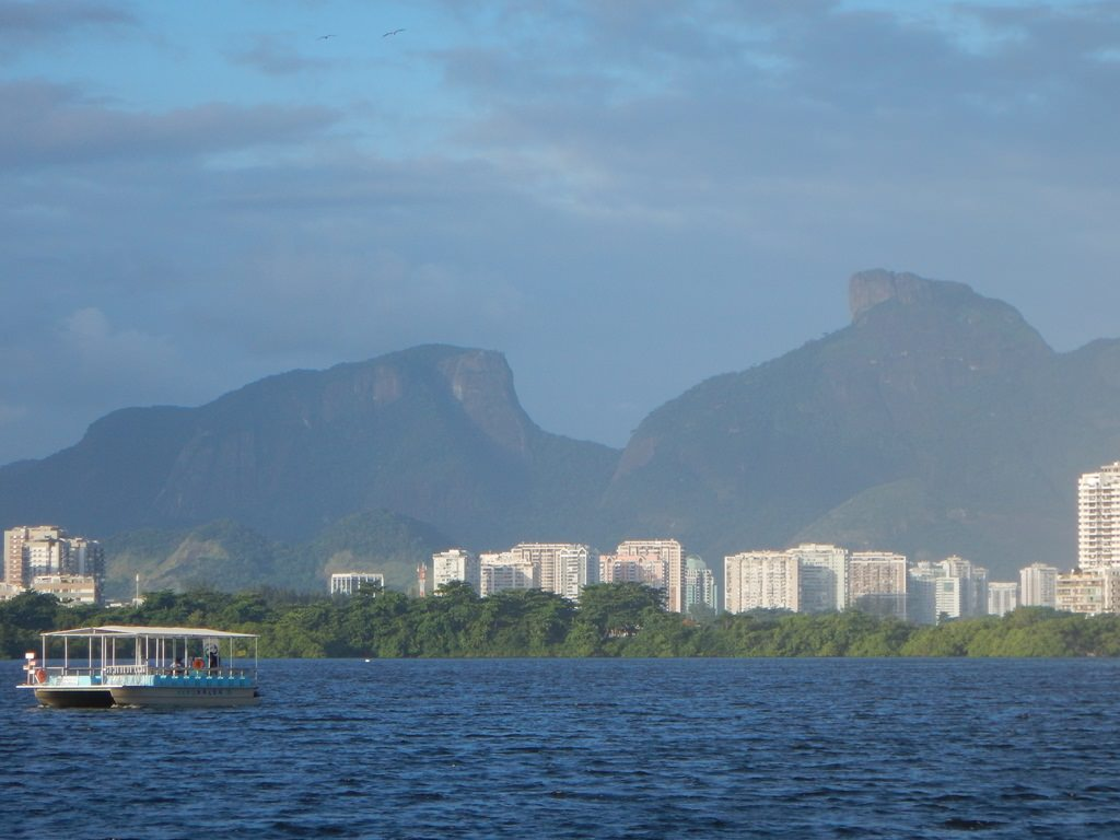 Passeio de barco na Lagoa de Marapendi