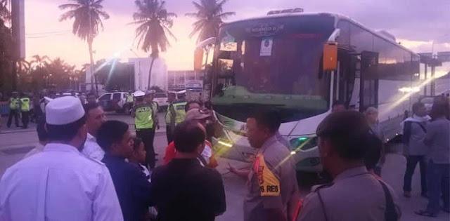 Ribuan Peserta Reuni 212 Dari Lampung Rela Berangkat Berdesakan Naik Bus