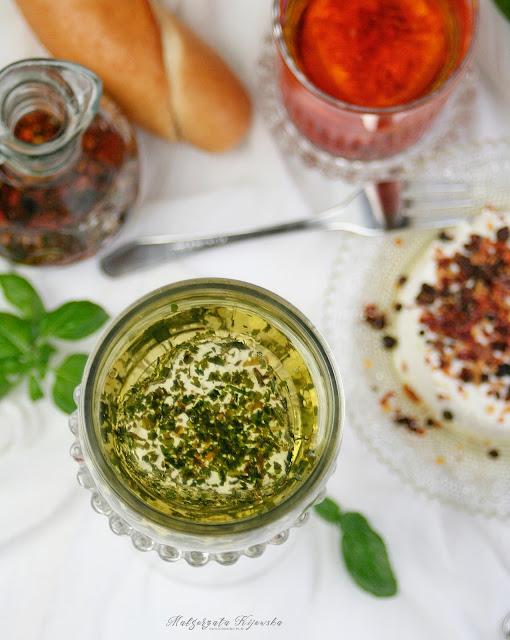 jak zrobić serek z jogurtu?, jak robi się labneh?, kuleczki z serka w oliwie, marynowany serek z jogurtu