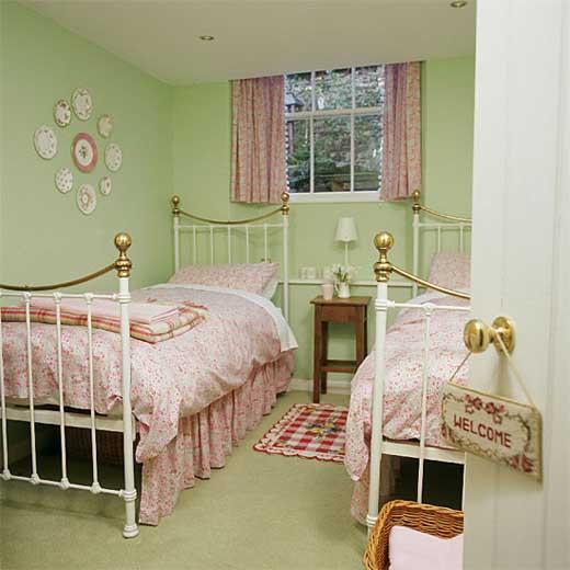 Minimalist Bedroom Interior Design For Small Sized Room