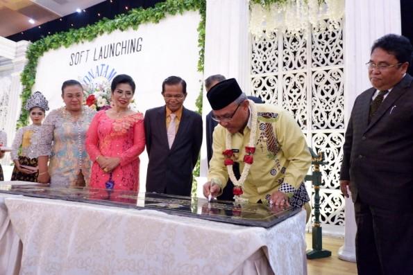 Graha Convention Hall Ronatama di Jalan Dahlia, Pancoran Mas, Depok dimiliki oleh Saibun Sinaga/br Silaen. Gedung pertemuan ini diresmikan pada tanggal 26 September 2019 oleh Wali Kota Depok Mohammad Idris.