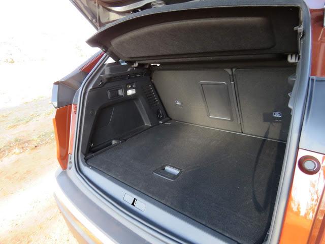 Novo Peugeot 3008 2018 - porta-malas
