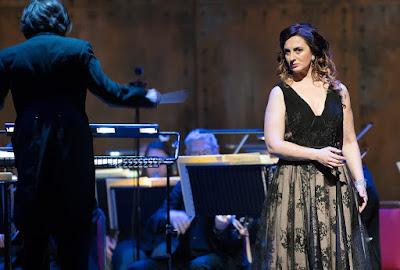 Rossini Fireworks! - Elena Xanthoudakis - English Touring Opera (Photo William Knight)