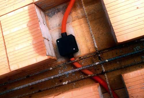 Instalaciones eléctricas residenciales - Tubo conduit de polietileno y chalupa