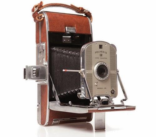 25bac5f555 21 de febrero (1947) Polaroid presenta la primera cámara fotográfica  instantánea
