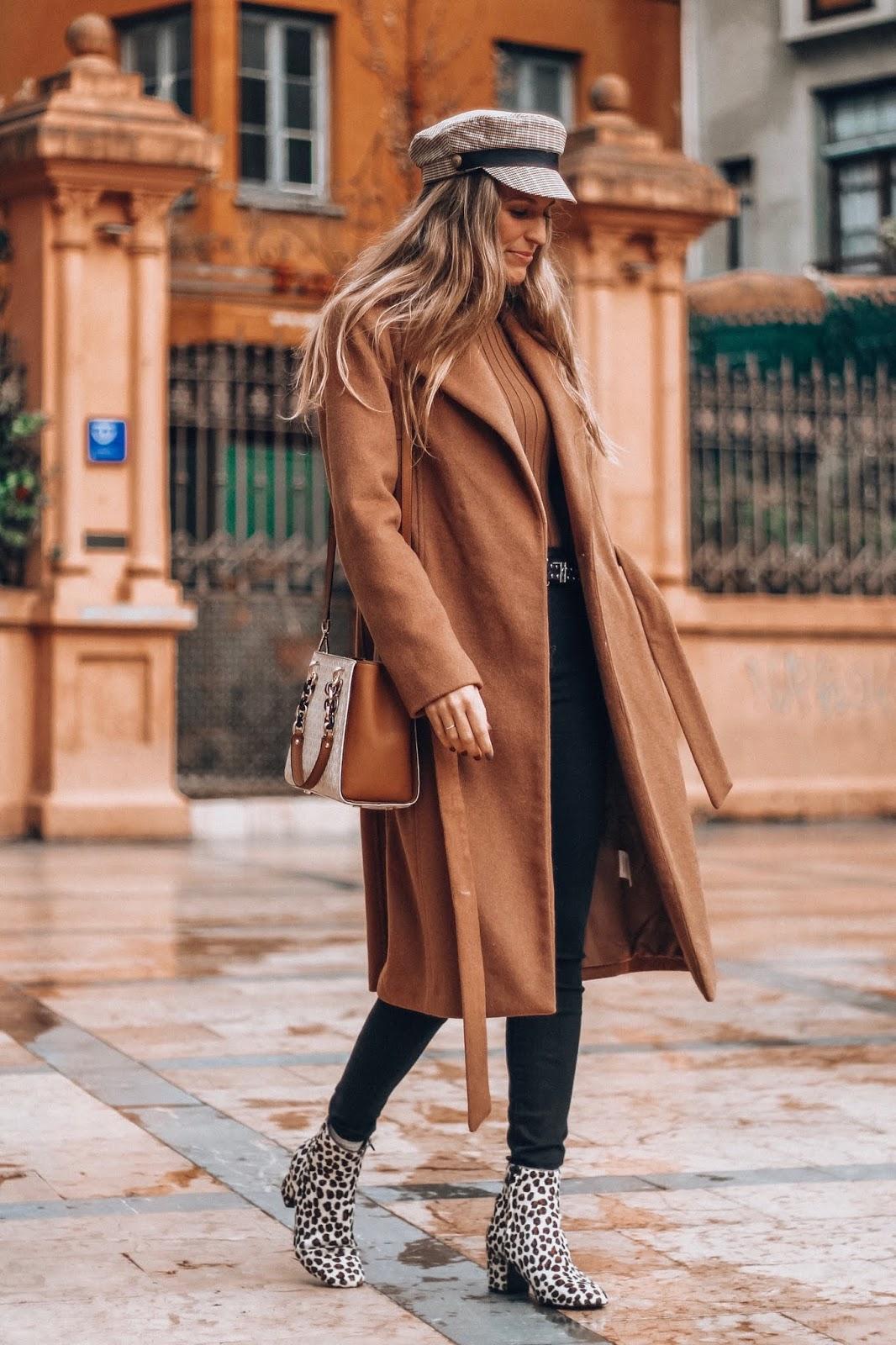 como llevar abrigo camel