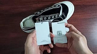 Sepatu yang asli memiliki bar code, size, dan hologram pada bagian tag, sedangkan yang palsu tidak ada.