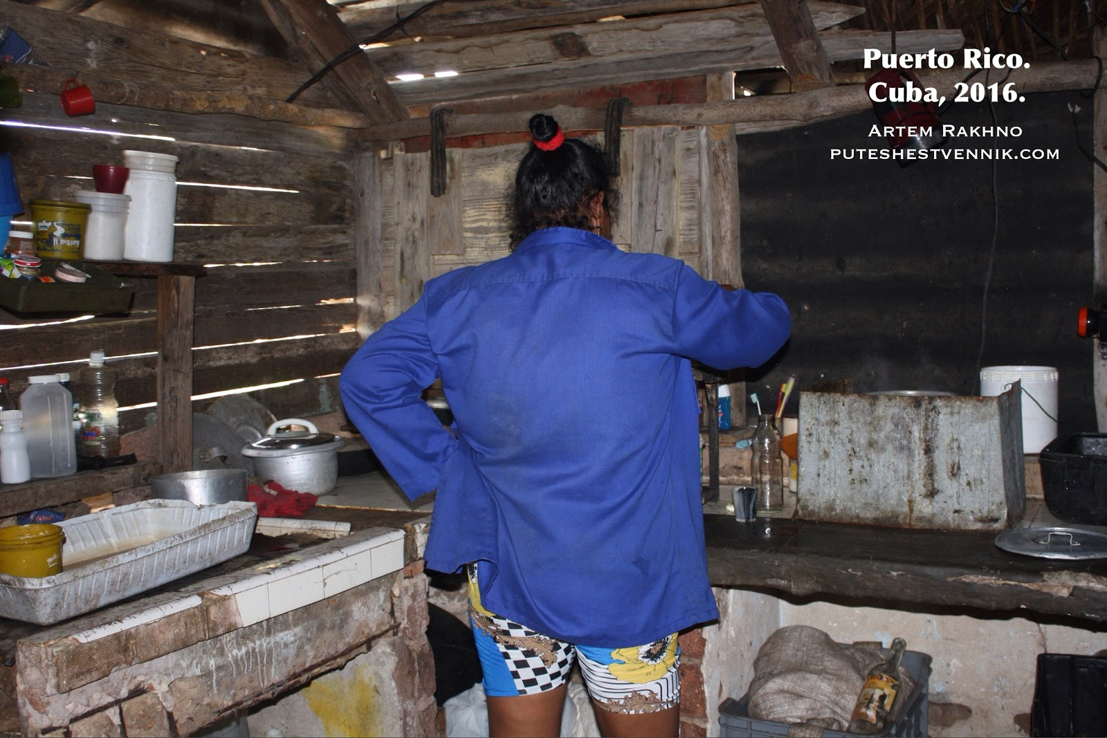 На кухне кубинского деревянного дома