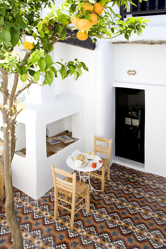 Eclectic traditional greek house design by George Carabellas of TR2