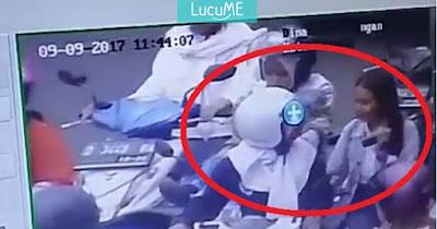 Heboh Video CCTV Penumpang Motor Tak Pakai Helm Disuruh Turun oleh Petugas