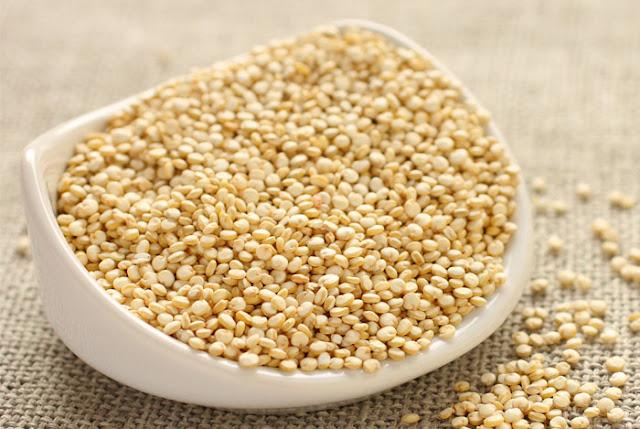 ricetta per zuppa di cavolo viola e quinoa
