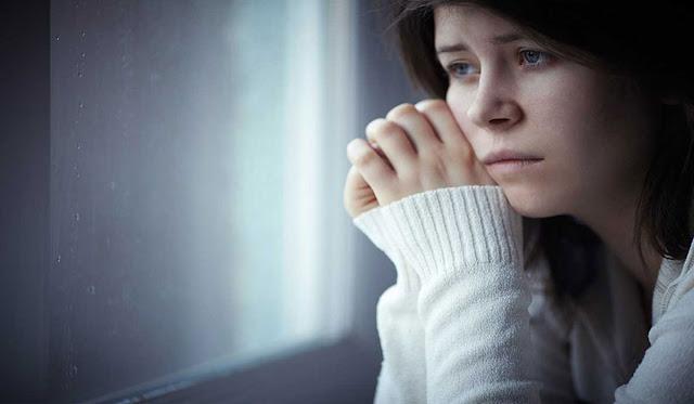ما أسباب الإكتئاب عند النساء وعلاجه