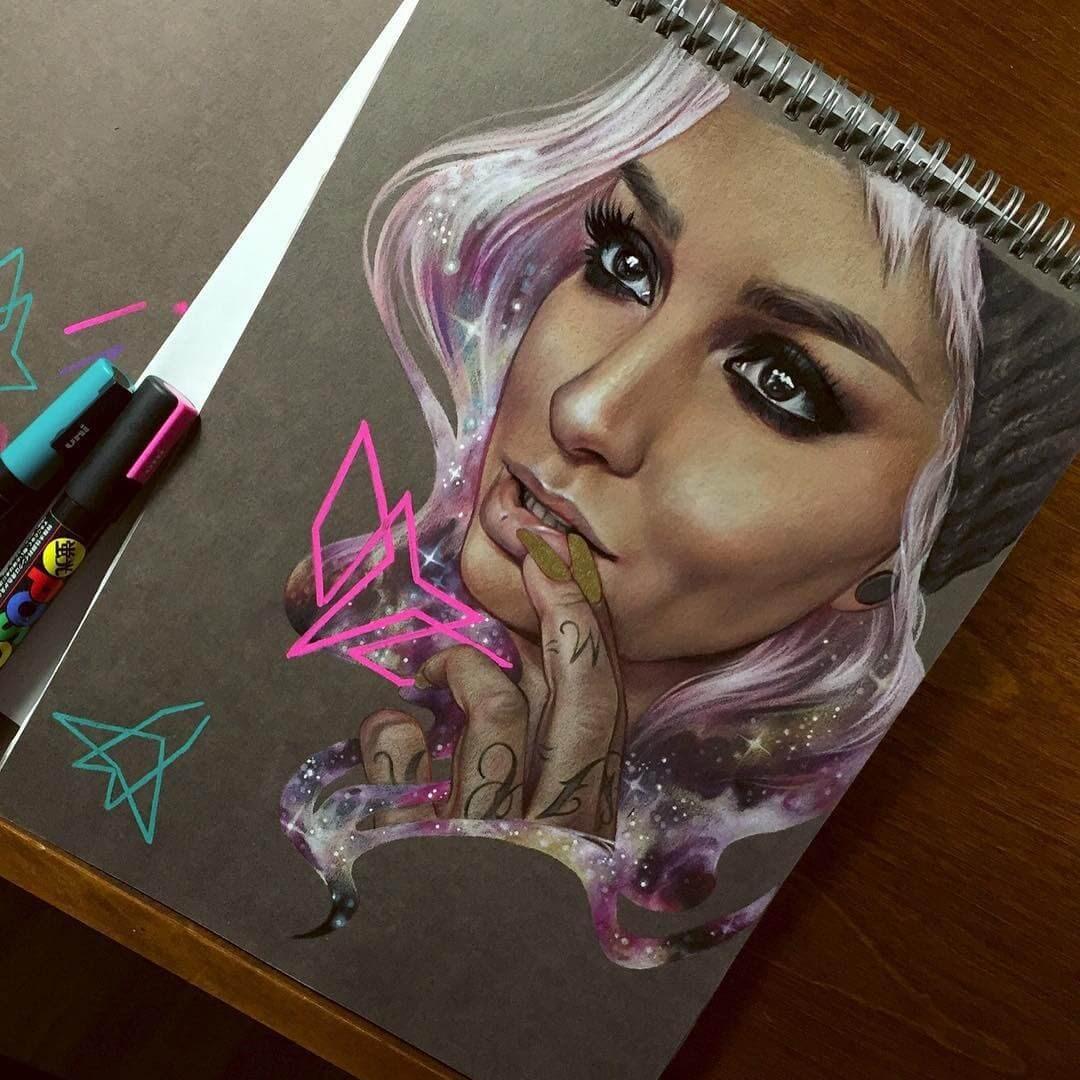11-@lora_arellano-Maria-Björnbom-Öberg-Distinctive-Style-in-Realistic-Portrait-Drawings-www-designstack-co