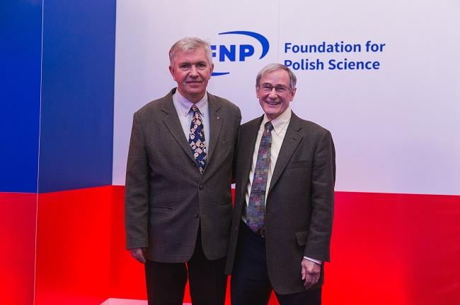 Prof. Ryszard Kierzek i prof. Douglas H. Turner – laureaci drugiej edycji Nagrody