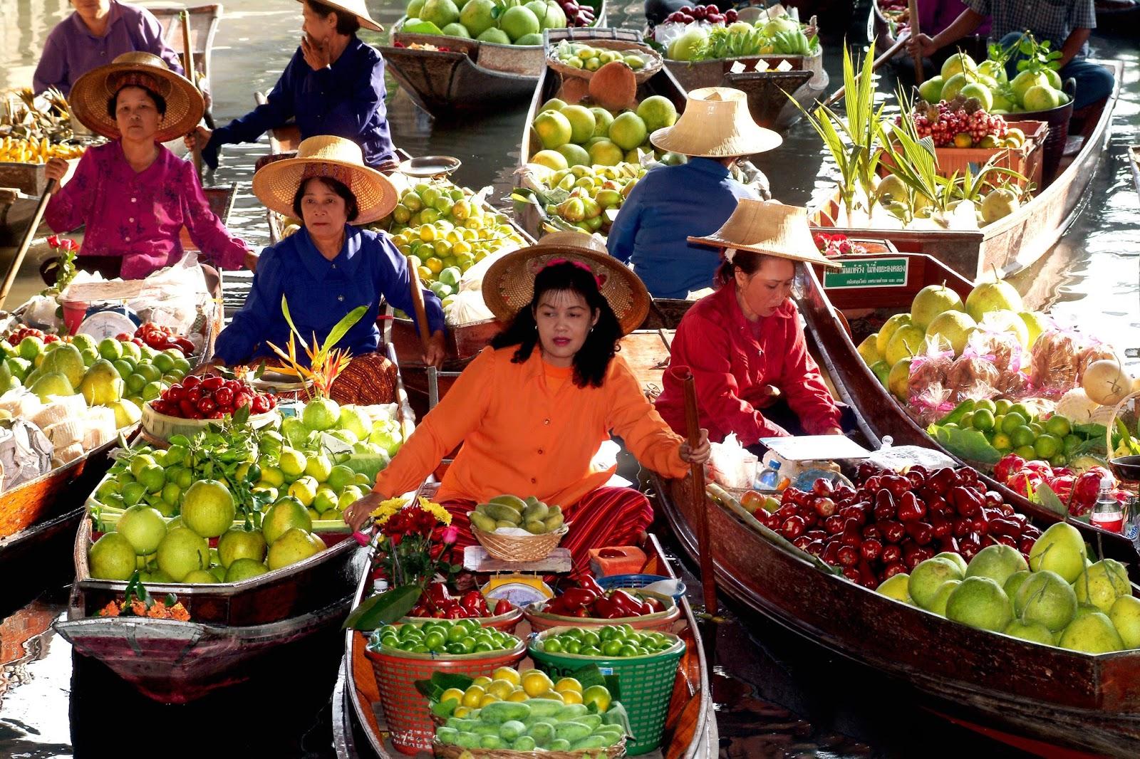 Visit the Floating Market in Thailand | Damnoen Saduak Floating Market