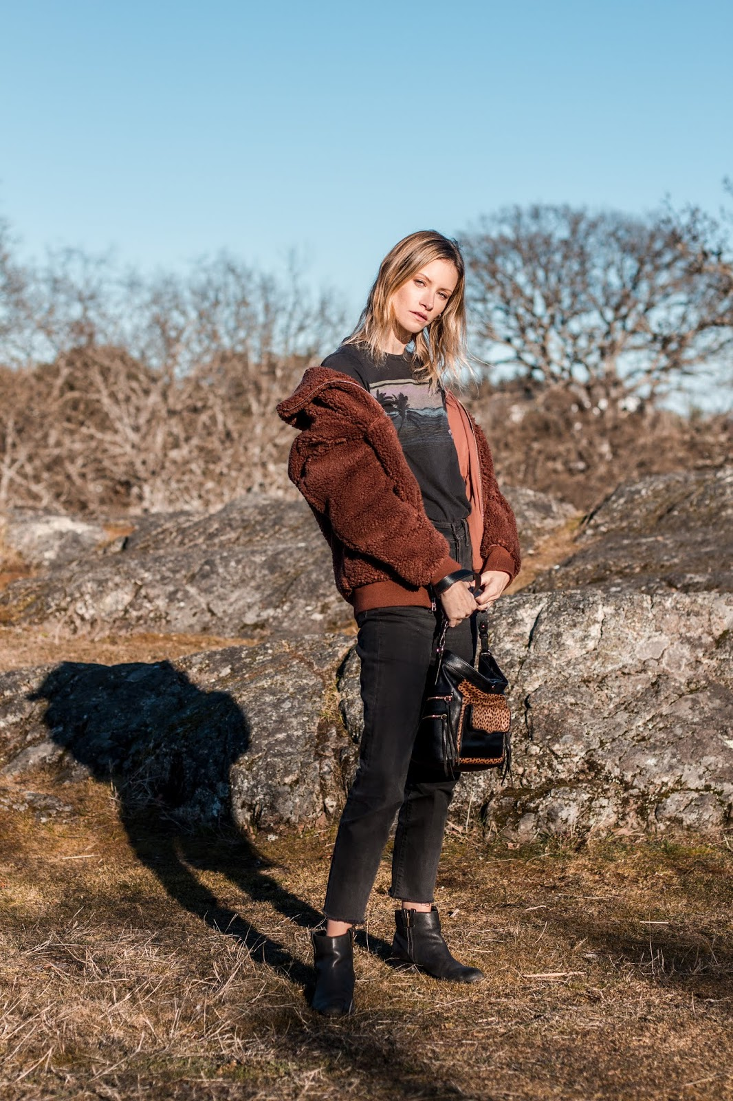 Victoria style blogger, Alison Hutchinson is wearing an aritzia teddy coat, all saints tee, levis jeans and a Rebecca Minkoff leopard print bag
