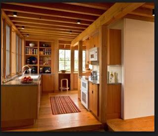 parket kayu pada diding di dapur