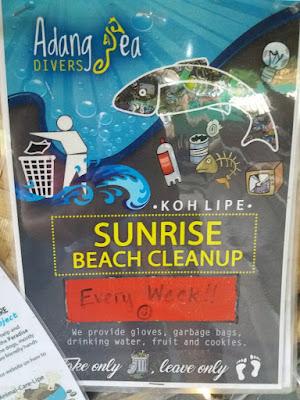 Foto van een advertentie voor de strand schoonmaak (beach clean up) op Ko Lipe