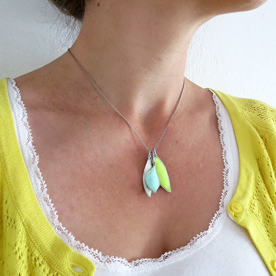 http://www.ohohblog.com/2014/07/diy-leaves-pendants.html