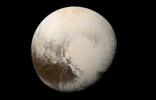प्लूटो को ग्रहों की श्रेणी से क्यों बाहर किया गया?
