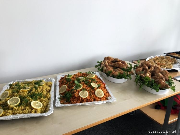 jak zorganizować posiłek dla gości