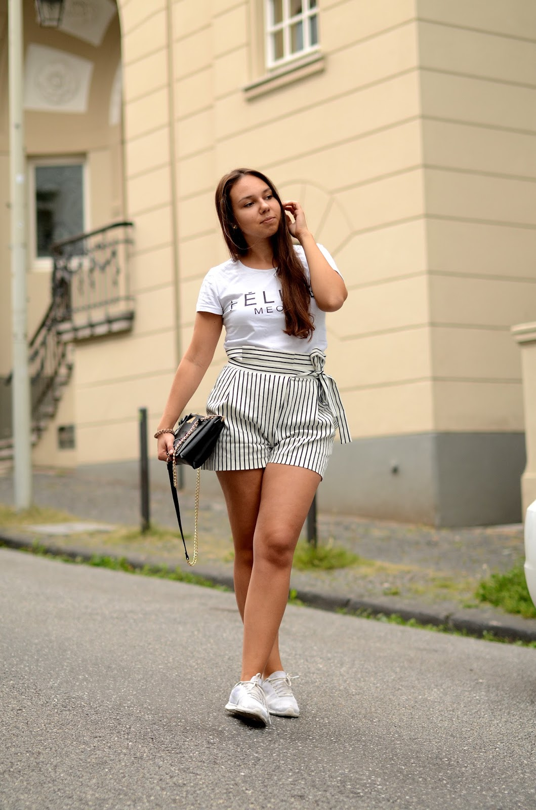 high waisted shorts kurvige figur outfit