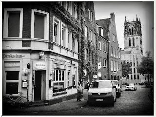 """Pinkulus ist eine der ältesten und zugleich einer der letzten tatsächlichen """"Eckkneipen"""" in Münster  und zugleich ein kleines aber sehr gemütliches Bierfachgeschäft, zu finden in der wunderschönen Altstadt Münster am Rosenplatz des Kuhviertels."""