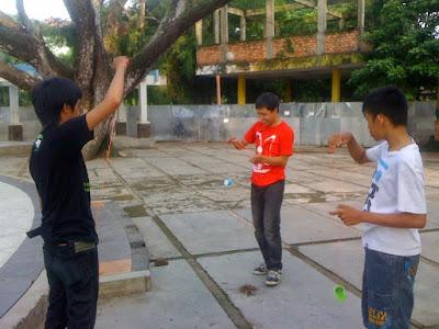 Bermain Yo-yo Dengan Teman-Teman