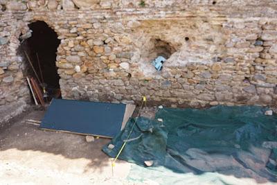 Ανθρώπινα οστά αποκάλυψε η αρχαιολογική σκαπάνη στο κέντρο της Κομοτηνής