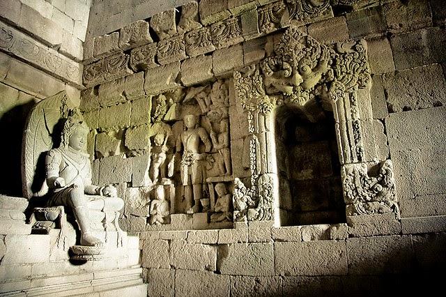 Candi Plaosan - Relief dan Arca Buddha