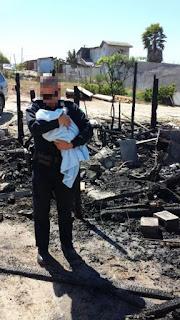 Policías rescatan a dos bebés de un incendio en Tijuana
