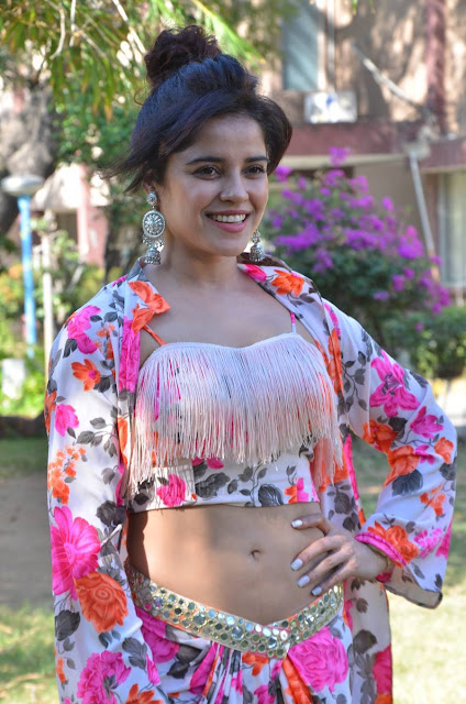 Piaa Bajpai actress navel show