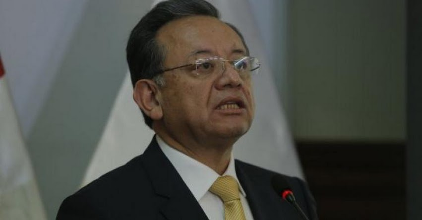 Ministros de Educación y Vivienda están involucrados en compra irregular de computadoras, aseguró el Contralor Edgar Alarcón