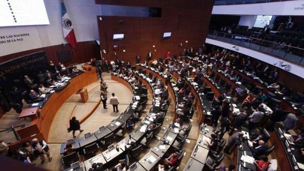 Senado de México aprueba reforma que retira fuero al presidente