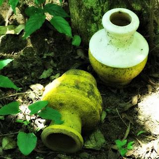Vasos de Trabalhos Religiosos (Macumba) - Parque Saint Hilaire, Viamão