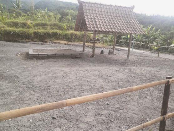 Selly Puspa Sari Wisata Java Bali Overland