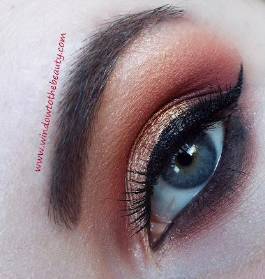 eyeliner gold makeup