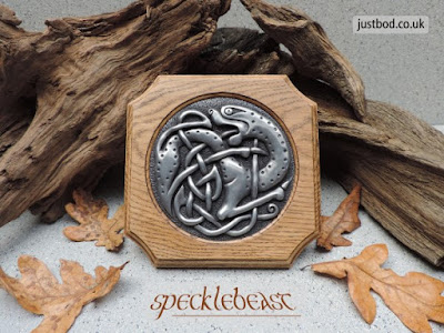 Celtic beast wall plaque from Justbod