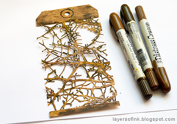 Layers of ink - Twigs and Owl Halloween Tag Tutorial by Anna-Karin Evaldsson, color tag with Ranger Distress Crayons