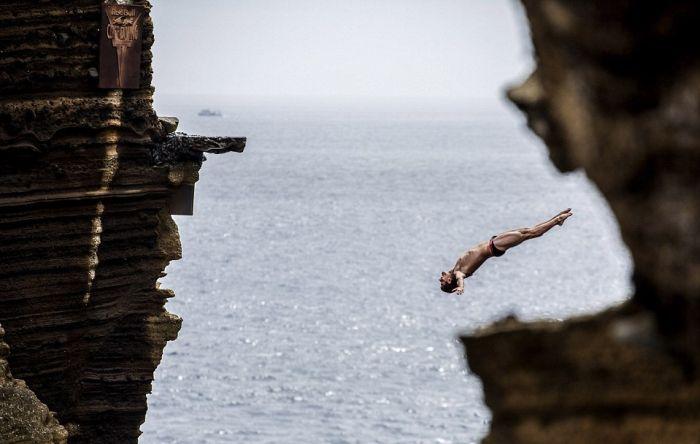 Breathtaking Cliff Diving (7 pics)