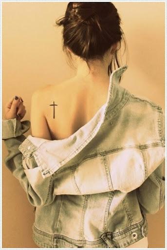 Cruz tatuagens para Esta menina tatuagens é muito popular na web