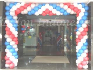 Dekorasi balon merupakan salah satu bentuk dekor yang digunakan untuk menghias suatu ruangan