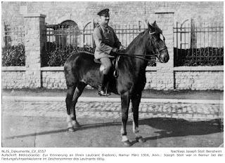 In Erinnerung an ihren Leutnant Diederici, Namur 1915, Joseph Stoll arbeitet bei der Fuhrparkkolonne der Festung Namur im Zeichenzimmer des Leutnant Diederici; Nachlass Joseph Stoll Bensheim, Stoll-Berberich 2016