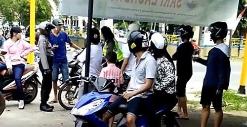 video polwan singkawang pukul pemuda